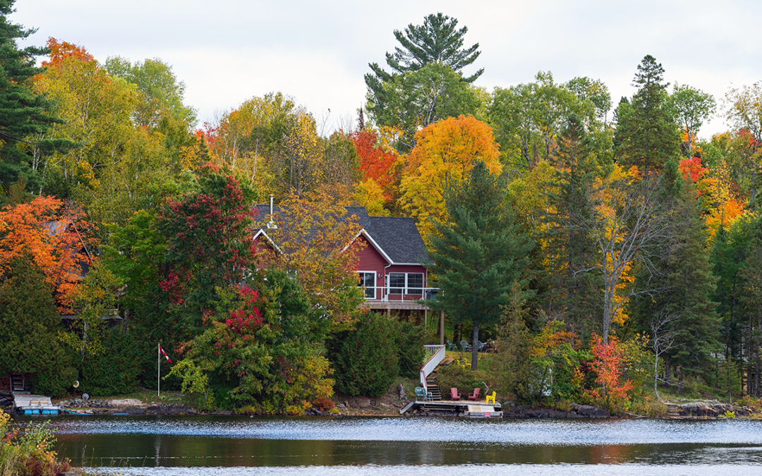 5 Reasons To Buy A Lake House This Fall